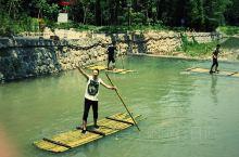 青山绿水,夏天避暑的好地方。河里的水真的是透心凉