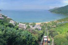 #经得起时间考验的酒店# 这个酒店在岘港,建在半山腰上,酒店客房朝向大海,值得为此停留2天。 终于明