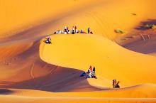 一个男孩在三毛住的撒哈拉沙漠         摩洛哥网红地之一