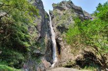 雁湖景区,总体还比较原始,爬起来会有点累,天太热了,瀑布都晒成地中海了,哈哈,山顶的湖听下来的朋友说