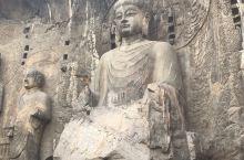 龙门石窟,已经遭到严重的破坏!看到那一个个佛像缺胳膊少腿,或者没有头颅,有的只剩半边身子,有的甚至只
