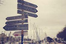 洛里昂,这座位于法国西部,毗邻大西洋的城市,虽然有着繁忙的港口,但还是如此的静逸,安祥……