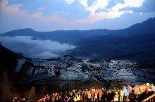 【神奇的元阳哈尼梯田】  红河哈尼梯田位于云南省南部,总面积约100万亩,是勤劳的哈尼族人1300多