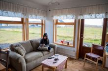冰岛黄金圈住宿推荐  又是一栋荒野中的小房子,离间歇泉不远,除了在首都住的高级酒店,我们在其他居住的