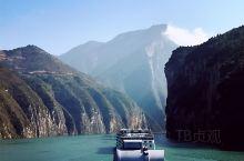 巫山神女的传说、郦道元的水经注、舒婷的现代诗、鬼吹灯的悬棺,第二次到重庆,专门就是奔着三峡游轮去的~