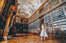 斯特拉霍夫图书馆的小众玩法 对于很多人来说,斯特拉霍夫修道院神学图书馆虽然谈不上小众,但确实也不算布