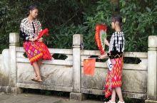 走进她们,了解她们,感受民族风情,品味民族生活,盛装的生活是多姿的,多彩的生活是盛情的。