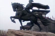 项王故里,坐落于江苏省宿迁市宿城区梧桐巷。项羽是楚国贵族、秦末农民起义军的领袖。公元前232年项羽出