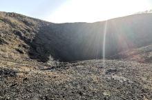 火山口,石海,顽强的生命,秋水共长天一色!