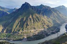 皎平渡口,山高坡陡,悠悠金沙江水,阻挡不了红军前进之路……
