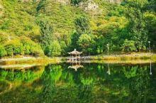 金水湖景区位于北京房山霞云岭村村东,集游览、餐饮、住宿与一体;群山峡谷,碧水蓝天,一汪湖泊映照日月。