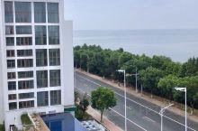 七都,太湖蟹的产地。南太湖边,一家有点小设计感的酒店,无边泳池……湖景晒台,阳台浴缸,赞赞赞