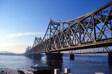 鸭绿江风景名胜区位于鸭绿江中下游丹东市境内,东起浑江口,西至大东港,全长210公里。总面积824.2