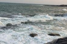 海水拍打礁石的声音…