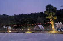 老板很热情 营地可以玩的项目也挺多 还有许多小动物 住宿区也是很安静  但是到了晚上 住客都回来之后