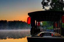 灵渠的清晨,晨晖晒大地,薄雾饶灵渠