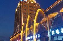 新疆的吐鲁番,能歌善舞民族,舞蹈随音乐而动,到处洋溢着幸福快乐!