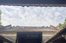 老屋的天井,就像屋子的天窗,看着蛮舒服的......
