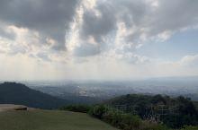 溜溜达达到奈良的若草山上, 没有大阪城的游客, 也没有春日大社的拥挤, 晴空的时候, 好像是耶稣降临