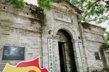 玉林陆川的谢鲁山庄原名树人书院,现在山庄门口还是刻着树人书院,始建于民国9年(1920年),历时7年