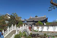 喜洲镇位于洱海西侧,是环洱海游的必经之路。这里是白族人民的聚居地,整个镇子的建筑是典型的白族古建筑风