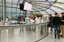 British Airways i360 是在布莱顿海岸旁的观景台,高163米,360度玻璃观景台像