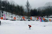 冬季滑雪去哪儿?推荐你一个好地方,中和国际滑雪场,中和国际滑雪场位于神农架林区,海拔1800多米高处