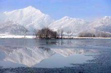 和冬天撞个满怀,冷杉、草甸、云海、湖泊构成了一副缱绻又迷人的画卷,雪花自由装饰着这个美丽的地方! 这
