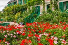 位于上诺曼底的吉维尼小镇(Giverny)是印象派爱好者的胜地,因莫奈花园故居而闻名。 这里是莫奈生