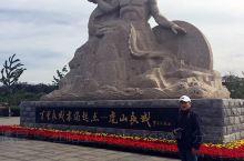 虎山长城 详细地址:虎山长城位于鸭绿江畔15公里处,它隔江与朝鲜的于赤岛和古城义州相望。 交通攻略: