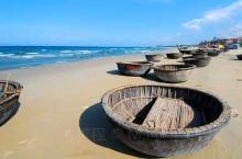 多宋海滩的街道,人不是很多,而且也很干净。海水很蓝很干净,多宋海滩的风景也很美而且还少有推销产品的。