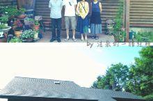 在富良野很少酒店,而以民宿居多,粗发前偶然看见这一家由 山(YAMA)夫妇经营的小型民宿,坐落在鸟语