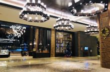 长白山温泉皇冠假日酒店 离景区五分钟车程,去北坡很方便,酒店有去往被迫的直通车,不需要一大清早排队进