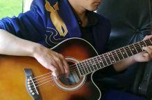 在夏塔,维族导游棒棒的,一路给我们讲故事,还弹唱好听的维族歌曲。旅程因为有了他变得丰富多彩。新疆的昭