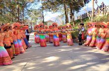 """傈僳族和他们的""""约德节"""" 傈僳族源于古老的氐羌族系,与彝族有着渊源关系,主要分布怒江、恩梅开江(伊洛"""