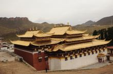 白龙江畔朝圣殿堂  甘肃甘南藏族自治州碌曲县和四川阿坝藏族羌族自治州若尔盖县共同下辖有一个叫的小镇,