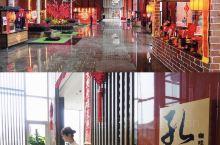 曲阜香格里拉酒店孔咖啡,自助餐种类繁多  我们小伙伴中有几种人,一种是狂热日料刺身爱好者,三文鱼金枪