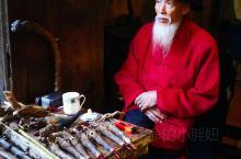 成都观音阁老茶馆,早有耳闻,也看到过很多影友拍摄的人文作品,深深被那质朴原始的气息所吸引。在不算明亮