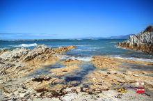 南太平洋的风是那么的强烈~~但是又是那么的平静~~蓝的透彻,蓝的深邃,蓝的悠远~~第一次看南太平洋是