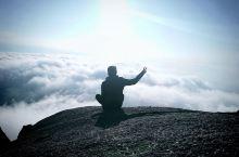 桂林猫儿山  不畏浮云遮望眼,只缘身在最高层。