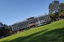统一宫 曾是法国驻越南总督办公室,现在是召开政府会议和接待各国元首之地,同时也是国内外游客可参观的历
