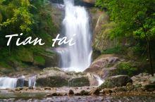 江浙山水在于灵秀。天台山是禅宗天台宗祖庭所在地,其中的石梁飞瀑更是充满灵秀之气。由石梁飞瀑起,沿瀑循