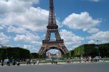 巴黎凯旋门,即雄狮凯旋门(法语:l'Arc de triomphe de l'Étoile),位于法