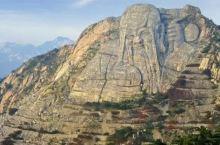 蒙山有1000米以上山峰14座,湖泊150多片,蒙山森林覆盖率达98%以上,1999年中科院在蒙山监