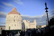 Italian 比萨斜塔是欧洲旅行必去参观的景点,意大利人与生俱来所具有的想象力,再加上历史 遗留下
