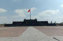 顺化皇城位于这部越南的古都顺化(Hue),又称承天顺化。是越南最后一个王朝阮朝的旧都。阮朝以孔孟之道