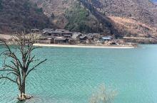 天母湖畔的扒昔加古寨,海拔2200~2300米,寨子保持原有的古朴风貌,白马藏族热情好客!这里吃住人