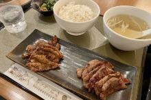 到了仙台怎么能不吃烤牛舌呢?在仙台车站内有很多家牛舌店,伊达牛舌是知名度很高的一家,牛舌定食很适合赶