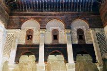 菲斯深巷中世界最古老的高等学府,九世纪的卡拉维因大学,以传教《古兰经》的神学院,学院内精美的阿拉伯古