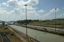 #两个大洋航道~~巴拿马运河# 巴拿马运河(Canal de Panama)位于中美洲,横穿巴拿马地